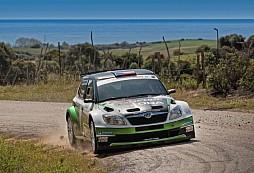 Andreas Mikkelsen s tovární Fabií Super 2000 ve vedení Korsické rally